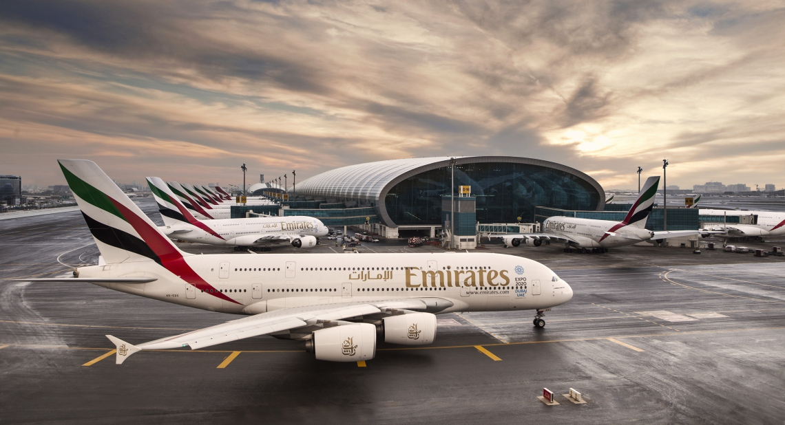 Emirates airport airplanes
