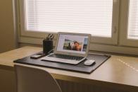 Apple Macbook Horse wallpaper set on screen