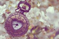 Clock Gift 4K Wallpaper