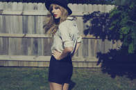 Taylor swift in park