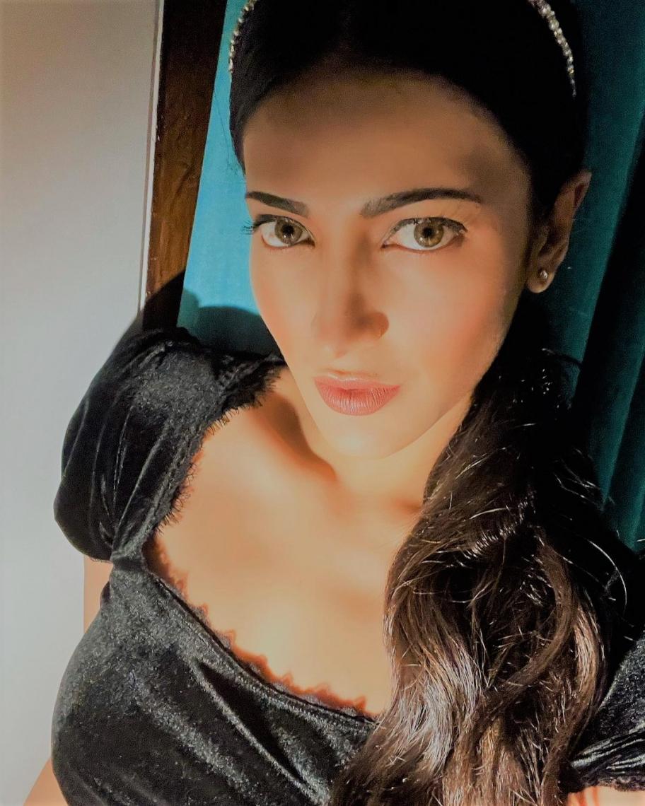 Shruti Haasan, Happy Birthday
