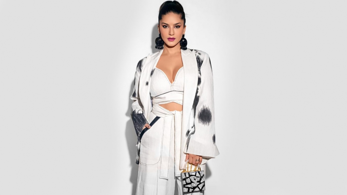 Sunny leone new fashion dress arrival 2021 april